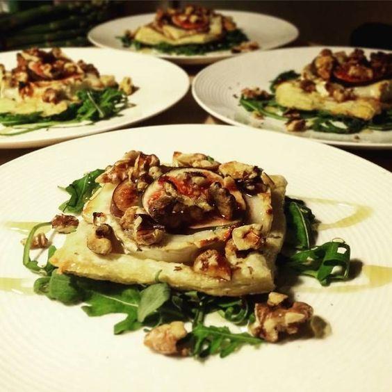 Smördegssnittar med chevré, fikon och valnötter