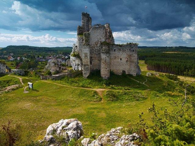 Zamki w Bobolicach i Mirowie.