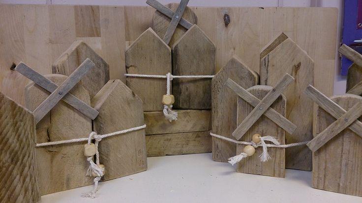 Huisjes en molentjes van pallet hout.