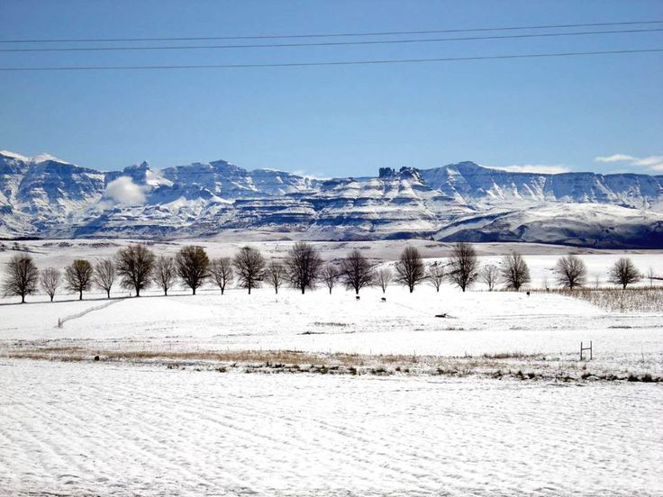 The Drakensberg mountains, covered in snow. The South Africa You've Never Seen - SkyscraperCity