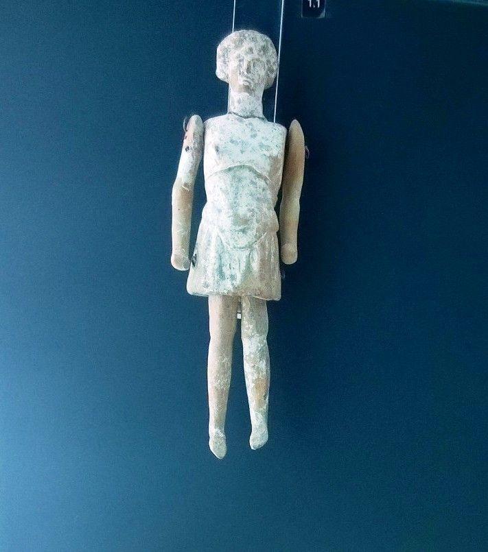 Una bambola con più di 2000 anni..  al Mar.Ta. il museo di #Taranto più famoso al mondo > http://www.madeintaranto.org/museo-taranto-per-ammirare-i-mosaici-terme-ville-patrizie/