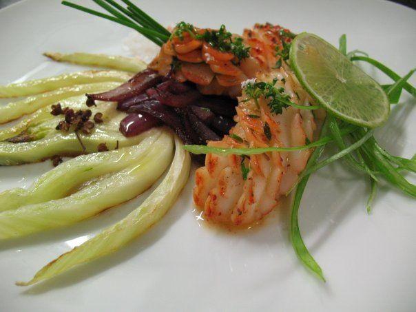 Calamaro arabescato con tandori masala, finocchio grigliato, cipolle di Tropea caramellate.