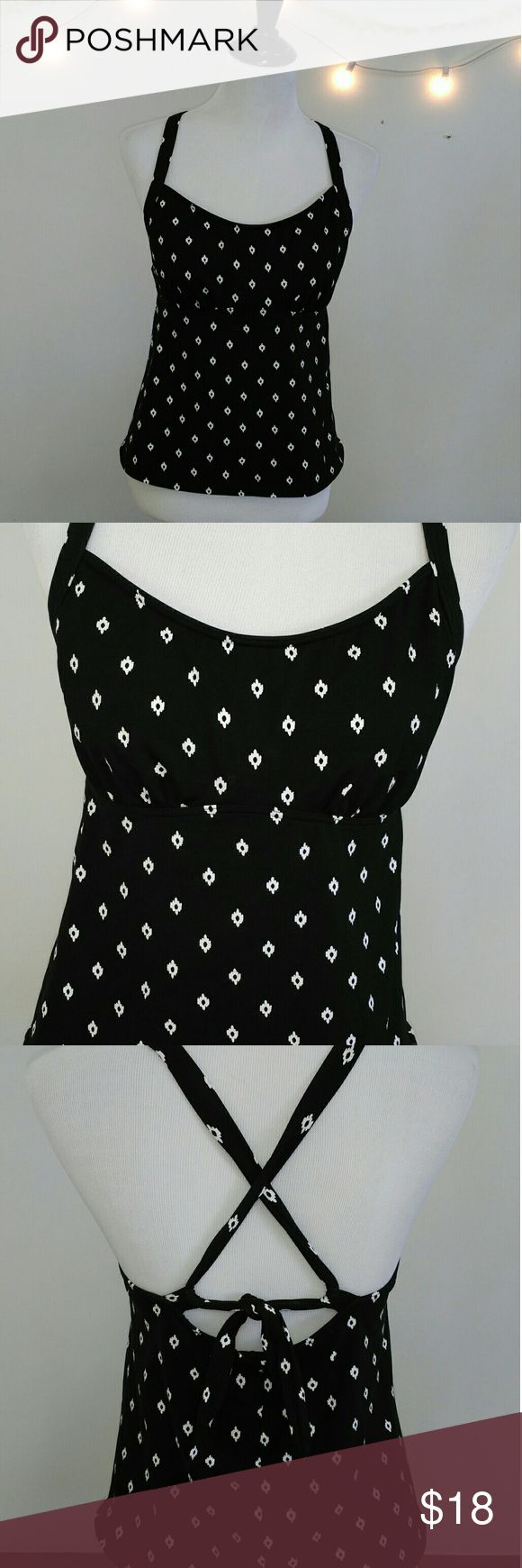 EUC Lands' End Women's Tankini EUC Lands' End Women's Black/White Tankini. Has built in soft underwire bra. Super cute, comfortable and flattering. In excellent condition, please ask questions all sales are final. Accept purchase when received, thanks for looking. Lands' End Swim