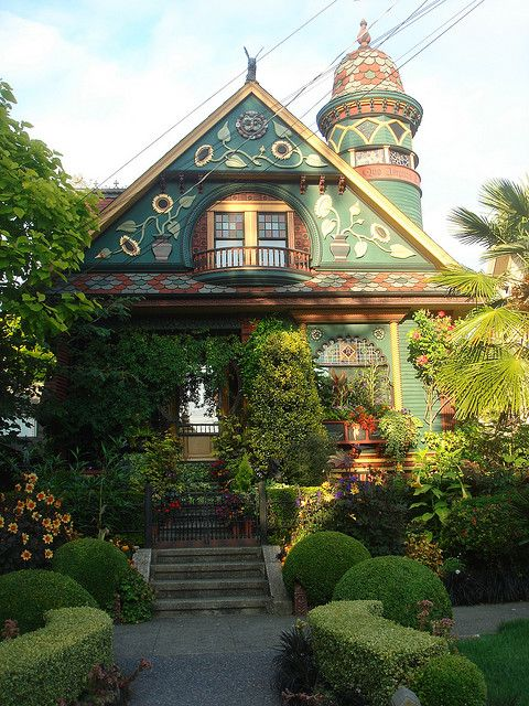 A beautiful Victorian in Queen AnneQueens Anne, Victorian House, Victorian Cottage, Dreams, Little House, Home Design, Weird Houses, Seattle Washington, Fairies Tales
