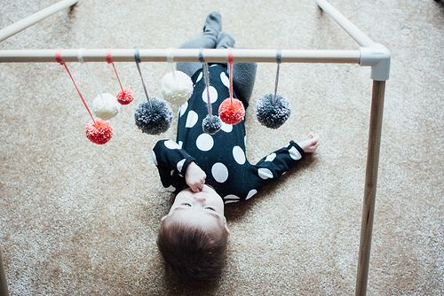 diy play gym by the velvet bird.