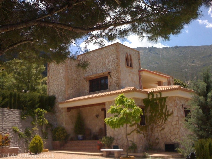 3 bedroom villa in Los Villares to rent from £460 pw, with a private pool. Also with wheelchair access, solarium, balcony/terrace, log fire, TV and DVD.