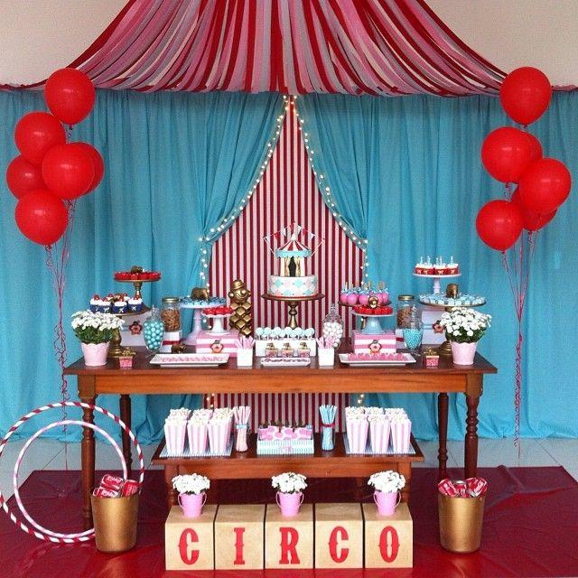 Festa Circo. Decoração: Las Cumadre. Bolo e cupcakes: Gateau D'Amour.