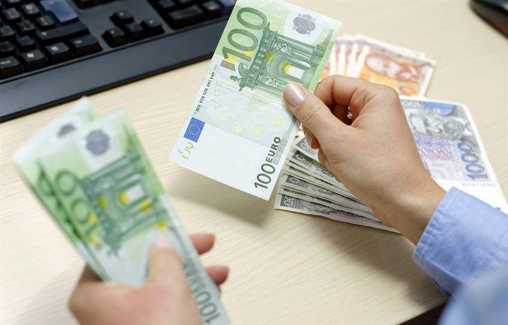 Iako je vrijednost EURIBOR-a u travnju 2009. znatno smanjena, čak za 3,63 postotna poena, SG Splitska banka nije uskladila kamatnu stopu korisnicima POS kredita u skladu s kretanjem te referentne kama...