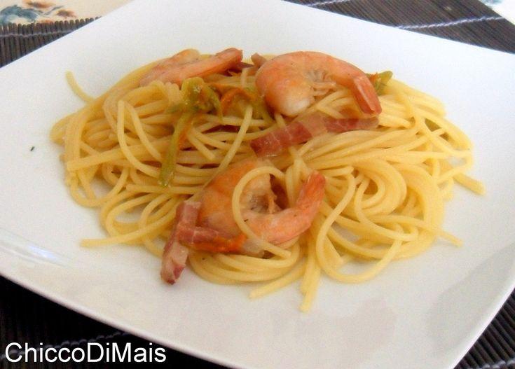 Pasta con gamberi bacon e fiori di zucca ricetta saporita il chicco di mais http://blog.giallozafferano.it/ilchiccodimais/pasta-gamberi-bacon-fiori-zucca-ricetta-saporita/