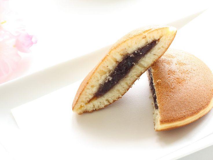 I dorayaki alla Nutella sono un dolce che utilizza una preparazione tipica giapponese farcita in questo caso con una crema alle nocciole