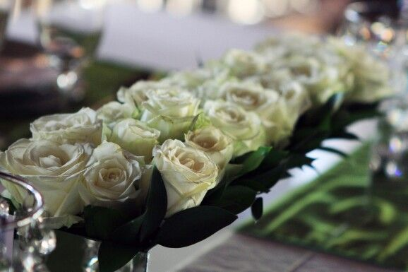 Having a white rose day today #wedding #tablesettings #inspiration #venue