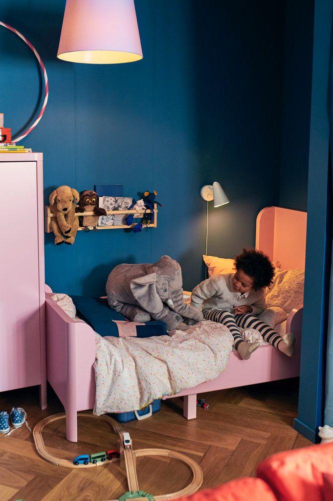 Busunge Bettgestell Ausziehbar Hellrosa Ikea Deutschland In 2020 Mitwachsendes Kinderbett Bettgestell Kinderzimmer Junge