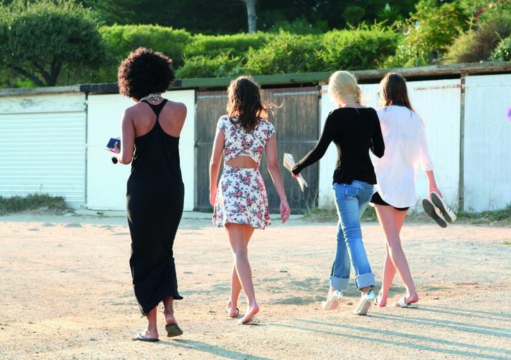 Damenhosen, schwarze Kleider, helle jeans, kurze Damenhsorts... das alles findest du auf http://www.bestyledberlin.de/index.php/