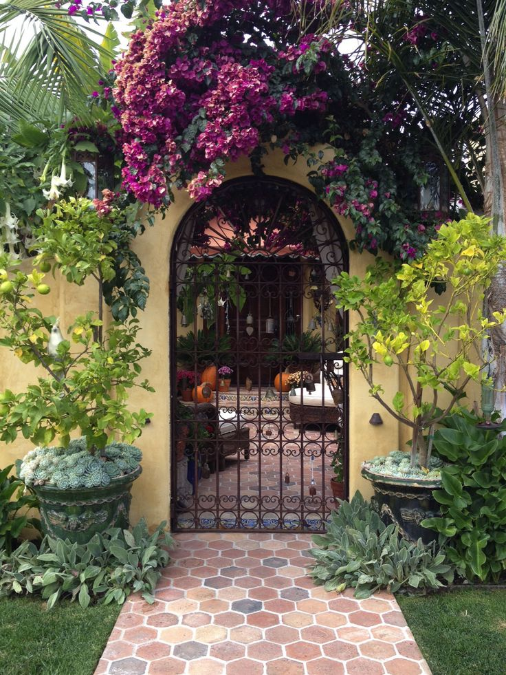 40 best images about me and mom on pinterest front for Homes with enclosed courtyards