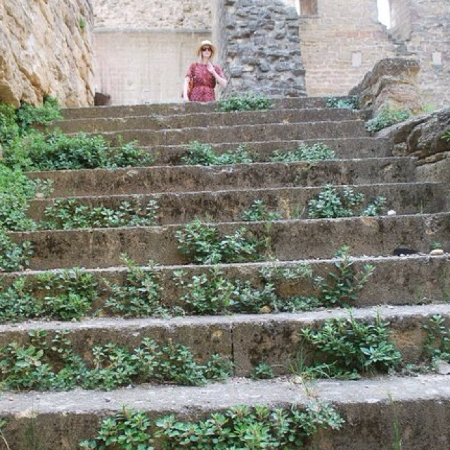 Old staircase @ chateauneuf du pape