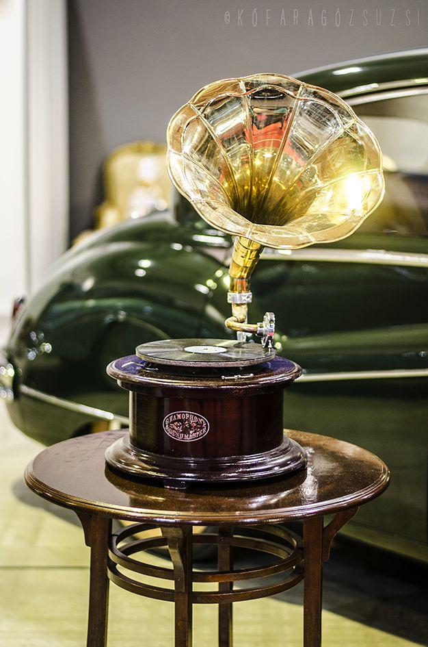old phonograph by kofaragozsuzsiphotos