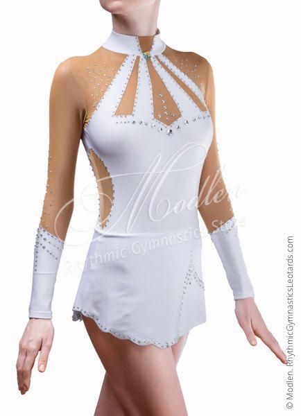 De handgemaakte turnpakje is gemaakt van wit stretch lycra, transparant gaas, ingericht door pailetten.  Om uw turnpakje helder en aantrekkelijk te maken, raden wij u de keuze uit 1000 elementaire kristallen, maar je kunt ook Swarovski kristallen kiezen voor je jurk.  Het turnpakje kan worden genaaid op je kiest voor een dergelijke vorm van sporten zoals Ritmische Gymnastiek Leotard, Ice Kunstschaatsen Dress, Acrobatische Gymnastiek Gympak, Jumpsuit Costume of Dance Jurk. Type turnpakje u…