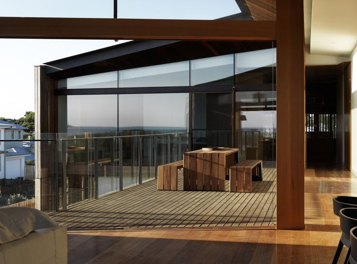 Queenscliff Residence / John Wardle Architects  The walls of glass capture the western sun and further views of the bay.