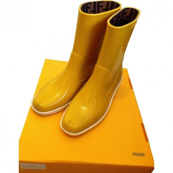 Pre-owned FENDI Yellow Rubber Boots ($120) ❤ liked on Polyvore featuring shoes, boots, yellow wellington boots, wellington boots, wellies boots, yellow shoes and fendi
