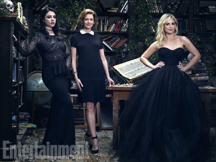 Summers women: Michelle Trachtenberg (Dawn), Kristine Sutherland (Joyce), and Sarah Michelle Gellar (Buffy)