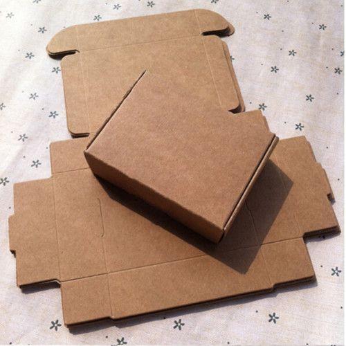 Купить товарНовые 5*5*2 см Картон Крафт Бумаги Коробки Простые Подарки Визитная Карточка DIY Свадьба Событие Конфеты книга Держатель Коробки 50 Шт./лот в категории Коробки конфетна AliExpress. размер: 5*5*2 смиспользование: Идеально Подходит для Украшения, конфеты, подарок, DIY, мыло ручной работы, шоколад, хлеб
