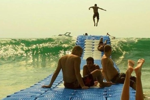 Floating dock moves with the waves