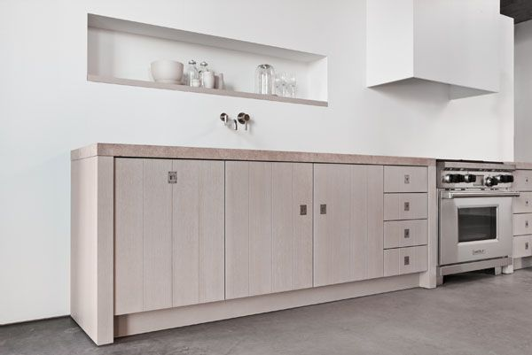 Minimal Kitchens by Piet Boon for Warendorf geen bovenkastjes, enkel dampkap