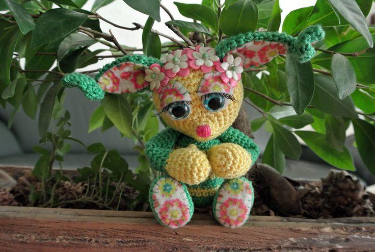 Belly. Fantastisch leuk gratis patroon van Crochessie. Om een verrassingsei, dus er kan iets leuks in haar buik :) Voor meer informatie zie: https://www.facebook.com/groups/fantirumiandmore/?fref=ts