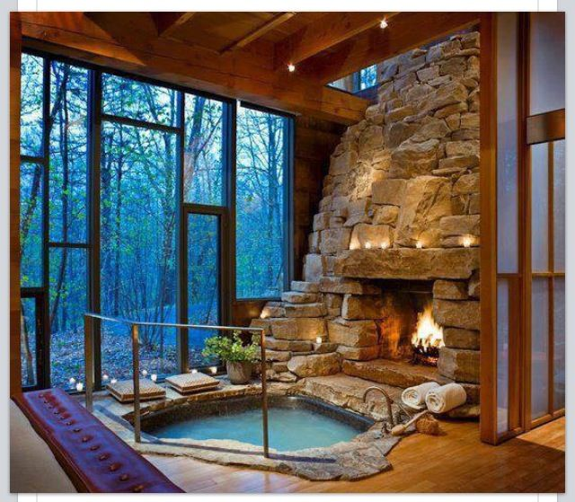 Indoor hot tub and fireplace ❤