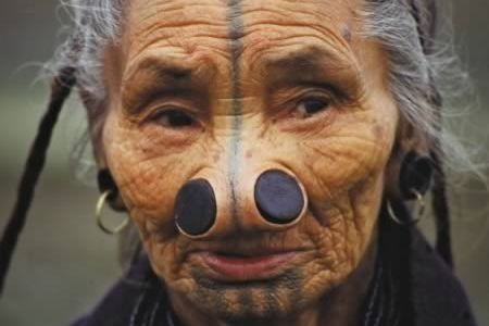 8 Most Extreme Cultural Body Modifications (body modification, extreme body modification) - ODDEE