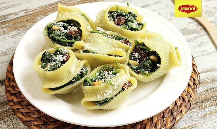 Vegan pasta with spinach, nuts, raisins // Paste umplute cu spanac, nuci, stafide  Pentru si mai multe retete din bucataria internationala, va asteptam pe https://www.maggi.ro/retete
