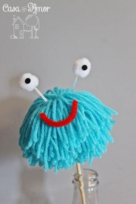 Alguns monstrinhos que eu fiz usando lã, olhinhos, mini pompons, pedacinhos de feltro e limpadores de cachimbo