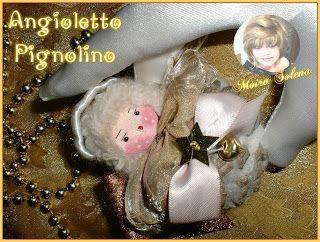 ANGIOLETTO PIGNOLINO - Faccina imbottita e dipinta con colori acrilici, pigna riempita con filato di lana. Profumatissimo!