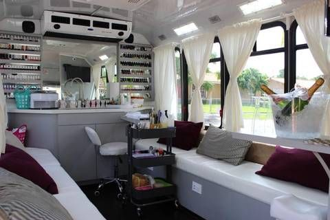 1255 mejores im genes sobre beauty salon design en for Mobile nail technician table