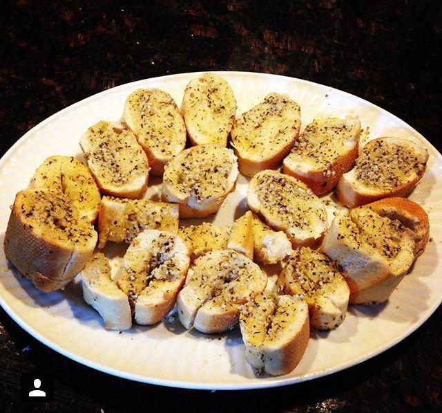 Homemade garlic bread | Run Cook Eat Repeat Paleo