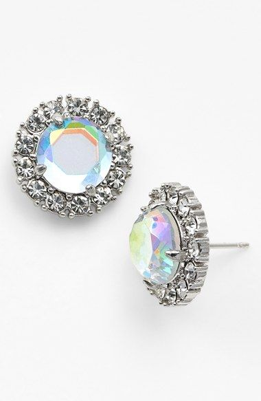 Get your sparkle on! Love these stud earrings!