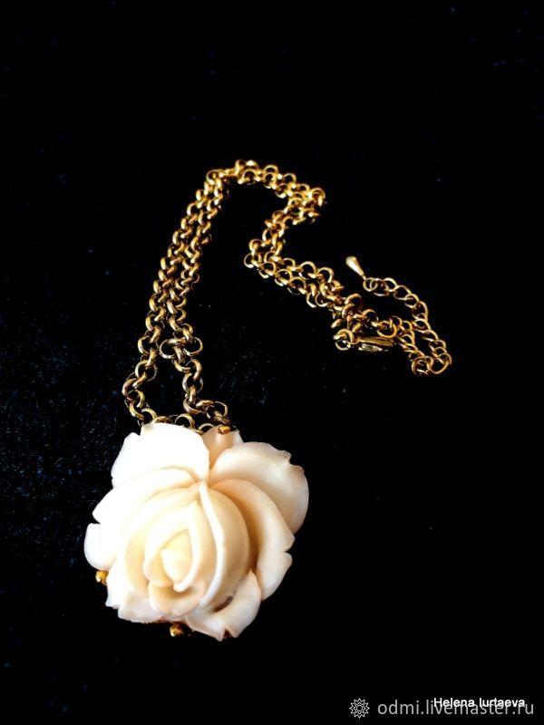 """Колье Роза целлулоид имитация коралла """"кожа ангела"""" – купить в интернет-магазине на Ярмарке Мастеров с доставкой"""