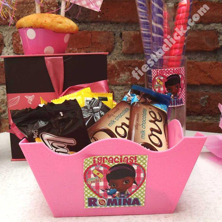 Stickers y bowl cuadrado para la mesa de dulces de la Doctora Juguetes