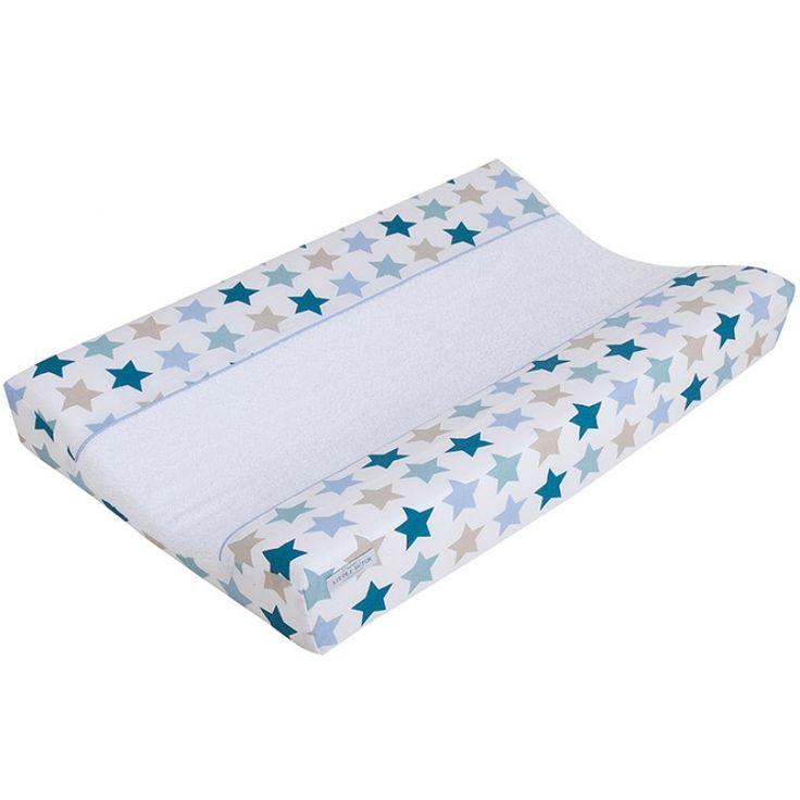 Une housse de matelas à langer conçue par Little Dutch pour changer bébé sur une surface douce et jolie.