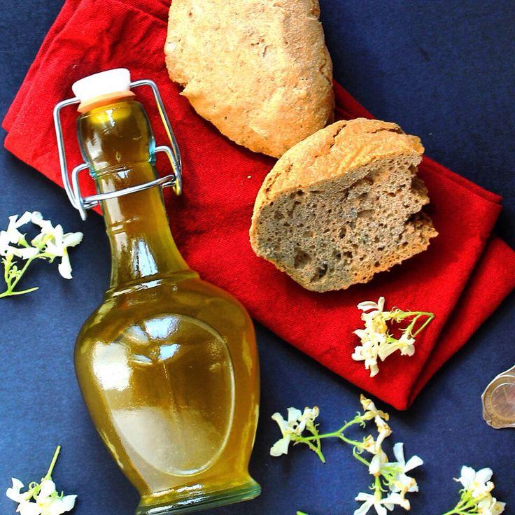 Olio extravergine di oliva aromatizzato al gelsomino / Jasmine-infused italian olive oil! Un tocco tres chic per la tua insalata.. #jasmine #oliveoil #creativesalad #scented #flowerpower #fiori #eduli