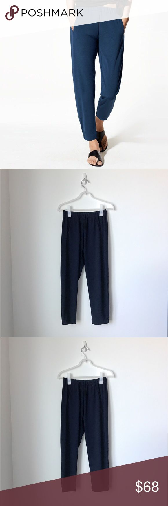 Aritzia's Staple! Babaton Dexter Pant The Dexter pants kept coming back every season because of its versatility. You can dress it up for an office look or dress it down with a pair of white sneakers. Like new condition. Babaton's ankle-grazing classic is precisely tailored with Terado™ fabric. This luxe Japanese material is matte crepe on one side and smooth satin on the other, so it feels silky against your skin. Content: 82% triacetate, 18% polyester. Aritzia Pants Ankle & Cropped