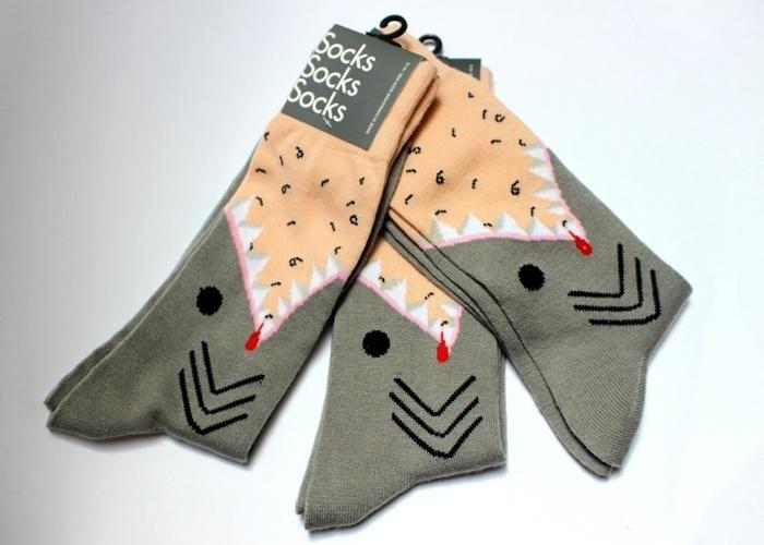 Calceta con diseño de tiburón. Para talla de zapato de 4.5 a 10.5