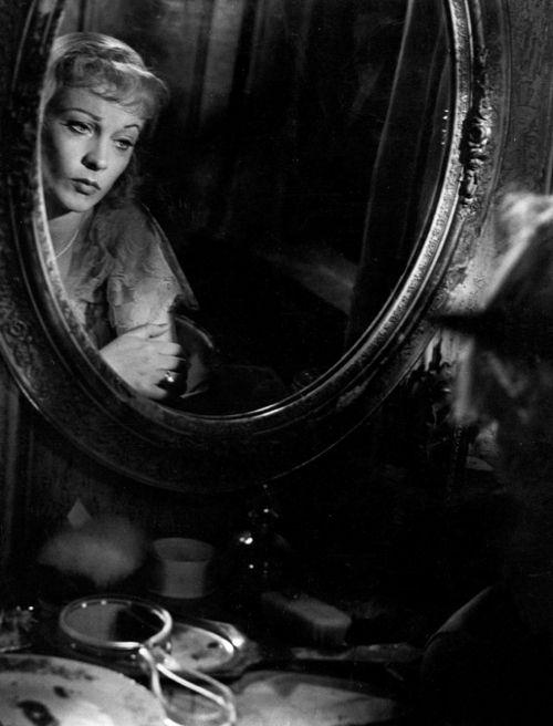 Vivien Leigh in A Streetcar Named Desire (1951, dir. Elia Kazan)