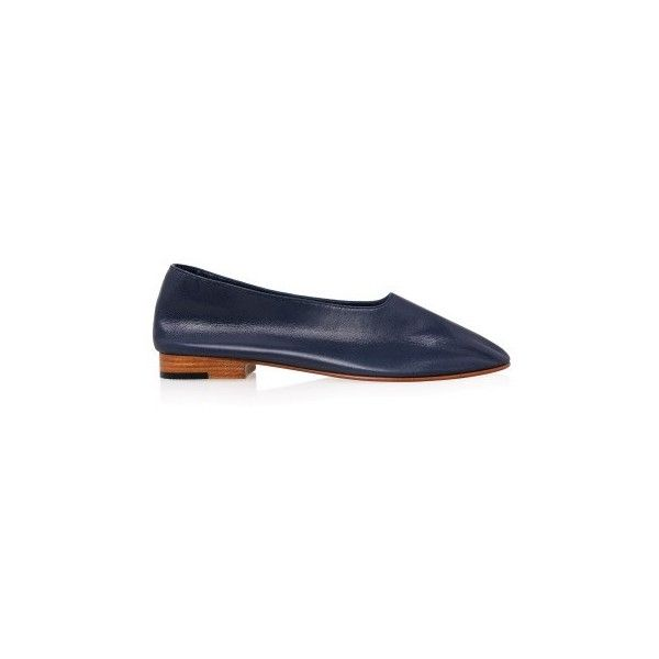 Martiniano Glove Leather Flats (12.055 RUB) ❤ liked on Polyvore featuring shoes, flats, navy, flat shoes, navy slip on shoes, leather flats, flat pumps and leather slip-on shoes