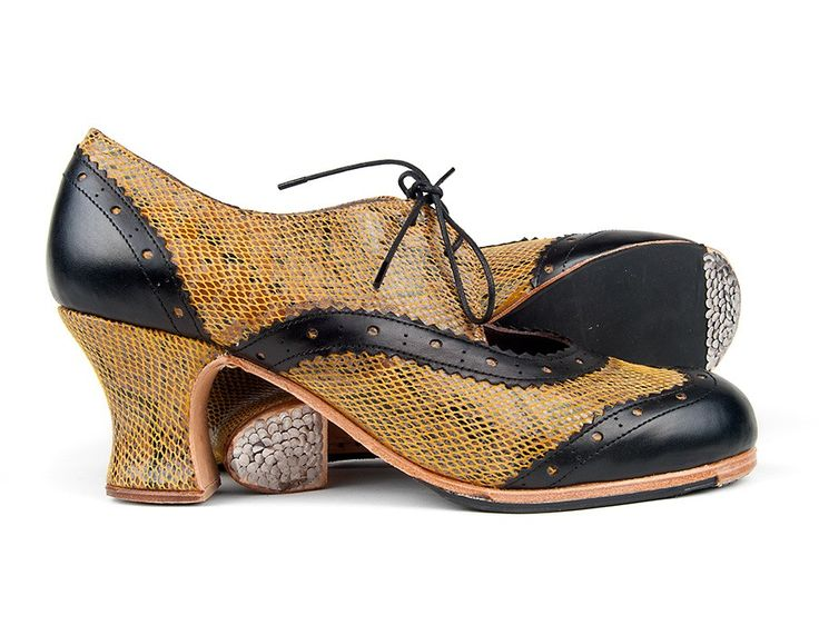 #Flamenco #Shoes fot #professional #dance #Txell by #ArteFyL. Fantasy leather, out of catalog   24 Black leather   Monet low 50 mm covered heel, handcrafted in spain