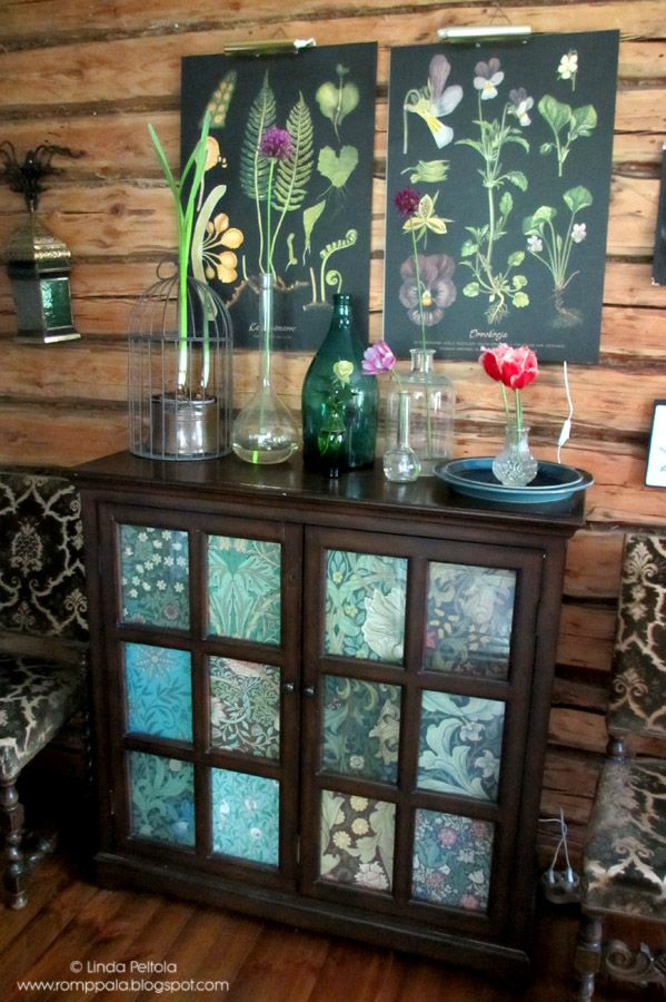 Botanical style with Ebba Masalin posters and William Morris wallpaper samples at Romppala - Lindan pihalla: Botanical-tyyliin
