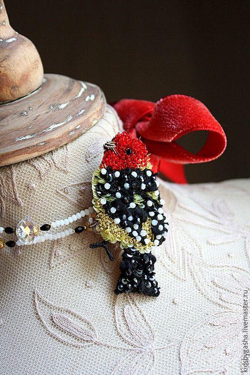 Купить Брошь KB15014 - ярко-красный, черный, желтый, птичка, брошь, бусы, детское украшение