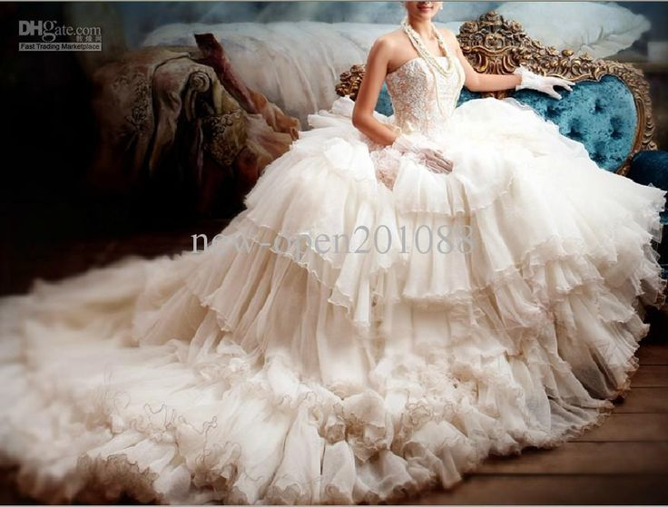 New Super Luxury Fluffy Wedding Dress Strapless Chapel Train Bride