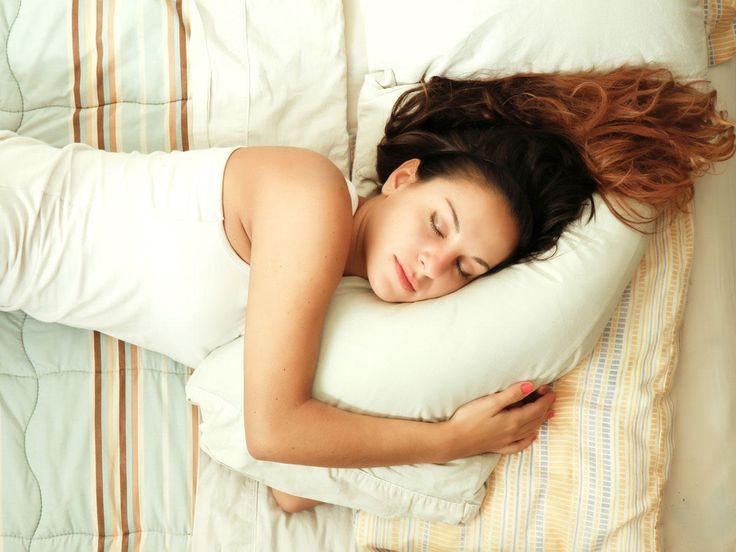 Erholsamer Schlaf ist die beste Medizin für uns und unseren Körper. Doch nicht jedem ist er vergönnt. Besonders an einem bestimmten Tag schlafen wir alle ...