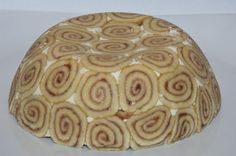 Dieses Rezept versetzt alle in Erstaunen: Die Biskuit-Kuppeltorte ist ein optisches und kulinarisches Highlight gleichermaßen.